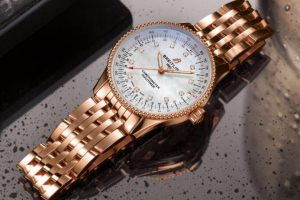 Replica Breitling Navitimer Automatic 35 Two-Tone Silver Dial Red Gold Watches