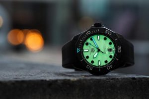 Replica TAG Heuer Aquaracer Automatic Professional 300M Night Diver 43mm Review 2